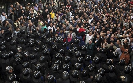 Protesters Egypt face anti-riot police